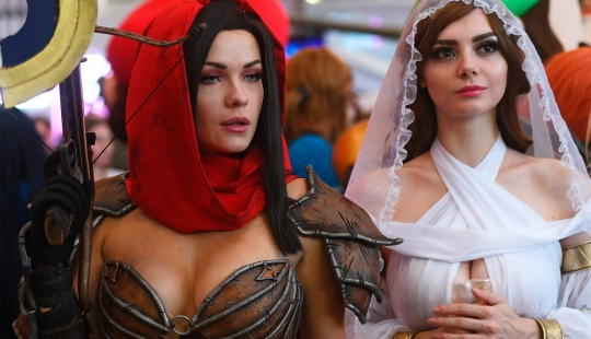 5 most popular female cosplayers