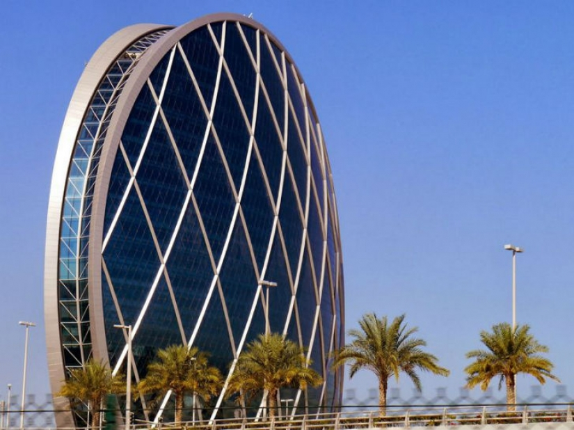 5 spherical skyscrapers that defy the laws of nature