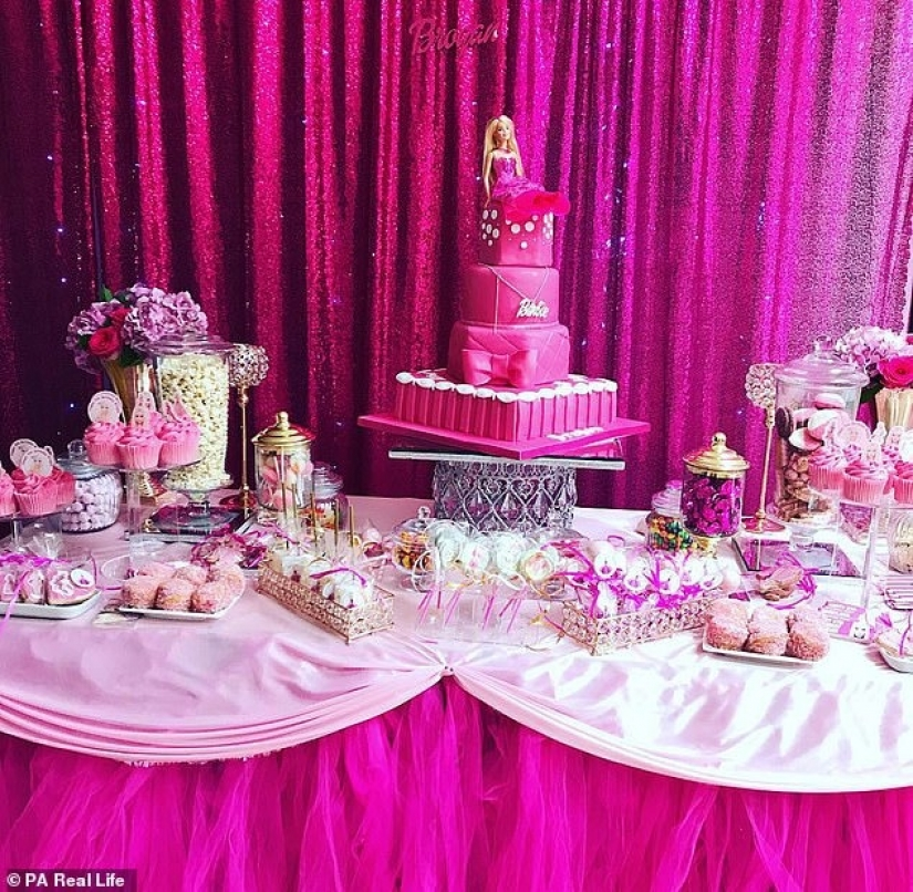 As a mother from the UK has spent on parties for 8-year-old daughter 1.5 million