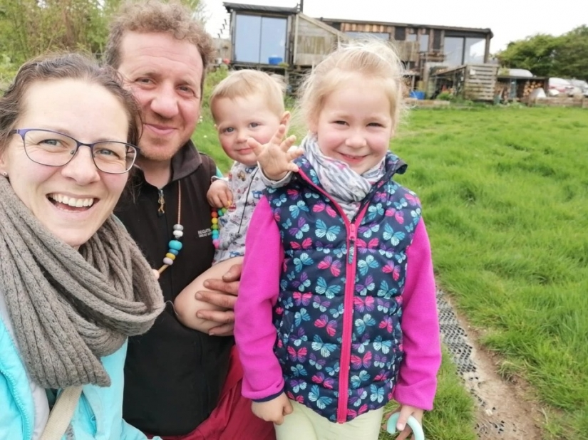 Beyond civilization: the family of Britons living a fully Autonomous life on the farm
