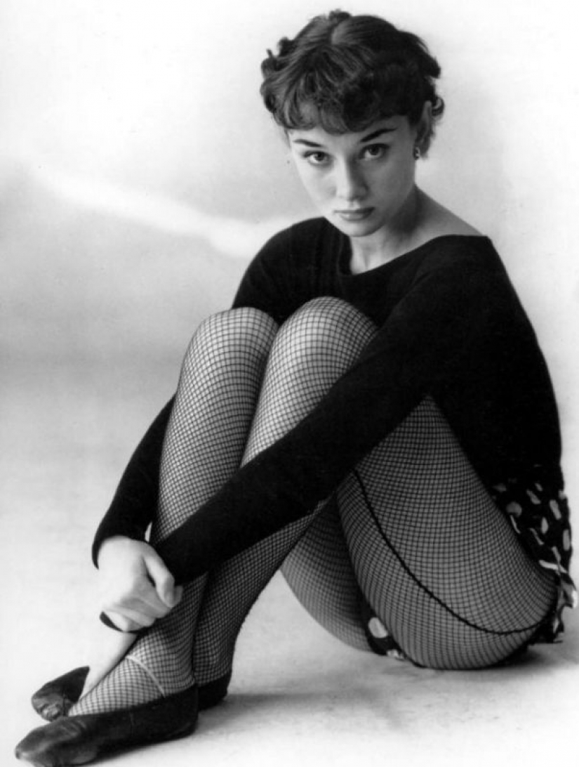 Captivating mesh: fashionable stockings at the famous beauties of the 50s and 60s years