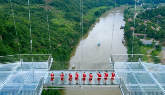 China has opened the suspended glass bridge and immediately set several world records