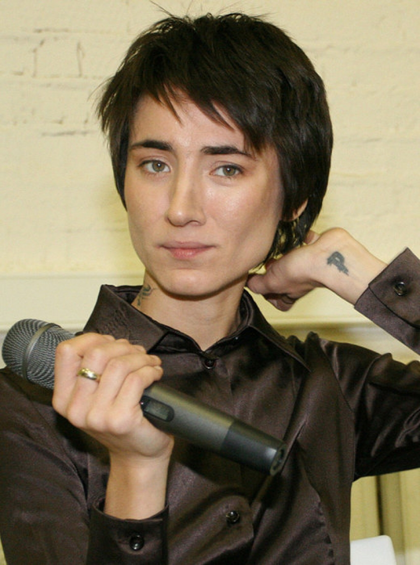 From ugly duckling to rock diva: how to change Zemfira year after year