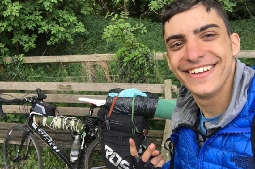 Greek student because of the quarantine crossed Europe by bike