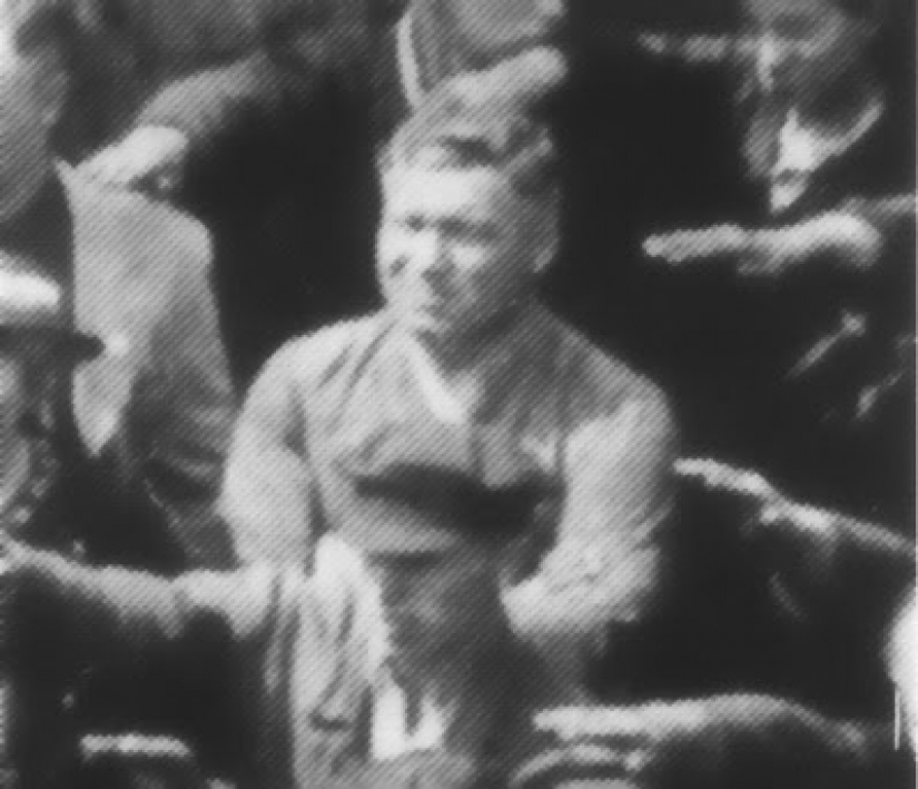 History Aug Landmesser — the person in the picture, not raised his hand in a Nazi salute
