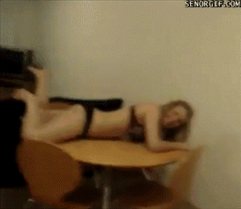 How to fail in just a few seconds: 20+ epic fail with the participation of beautiful girls