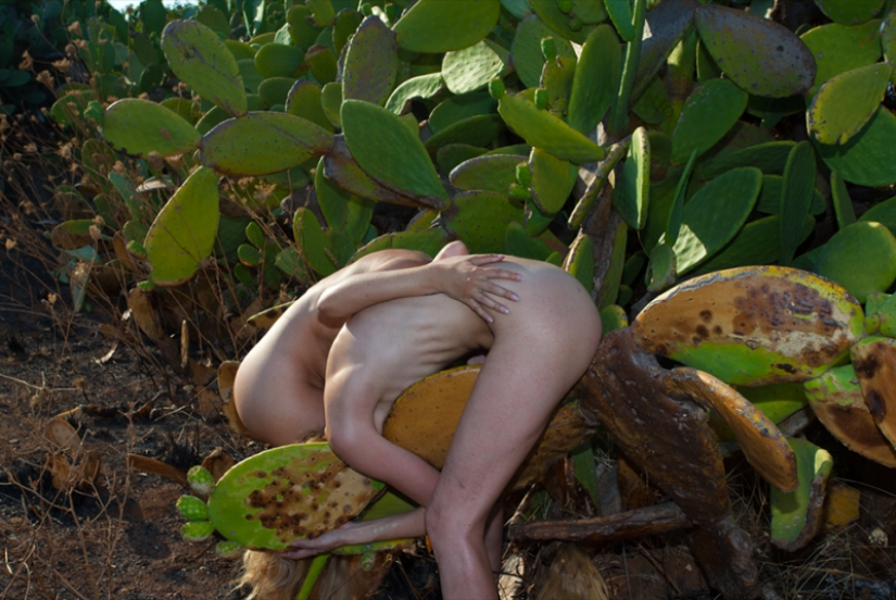 Nude surrealism in photographs AnaHell