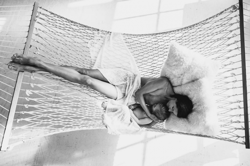 Photographer takes nursing mothers and it is very beautiful