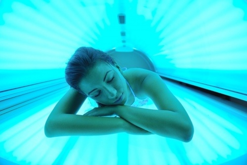 Solar coffin: these women have acquired a nice tan and skin cancer after Solarium