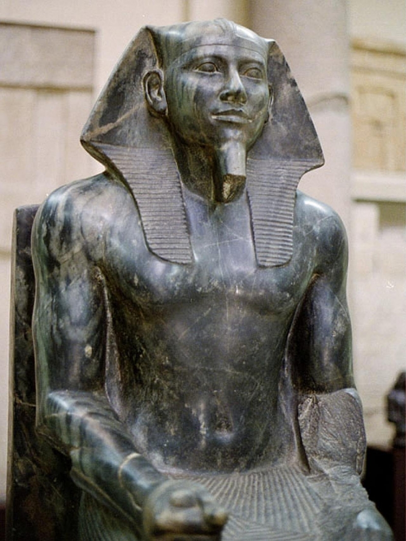 Standing before pyramids and had a different head: what secrets associated with the Egyptian Sphinx