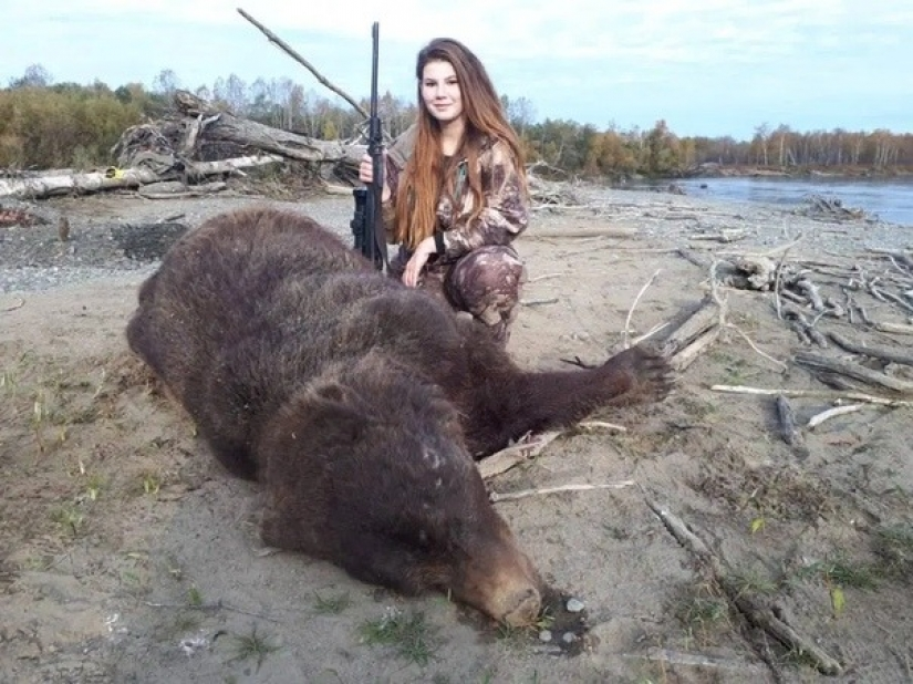 The bear will stop in a burning hut: a hunter from Russia outraged users of social networks