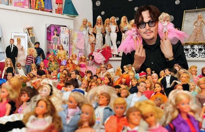 The strange habits of the stars of show business: from eating bugs to play with Barbie dolls