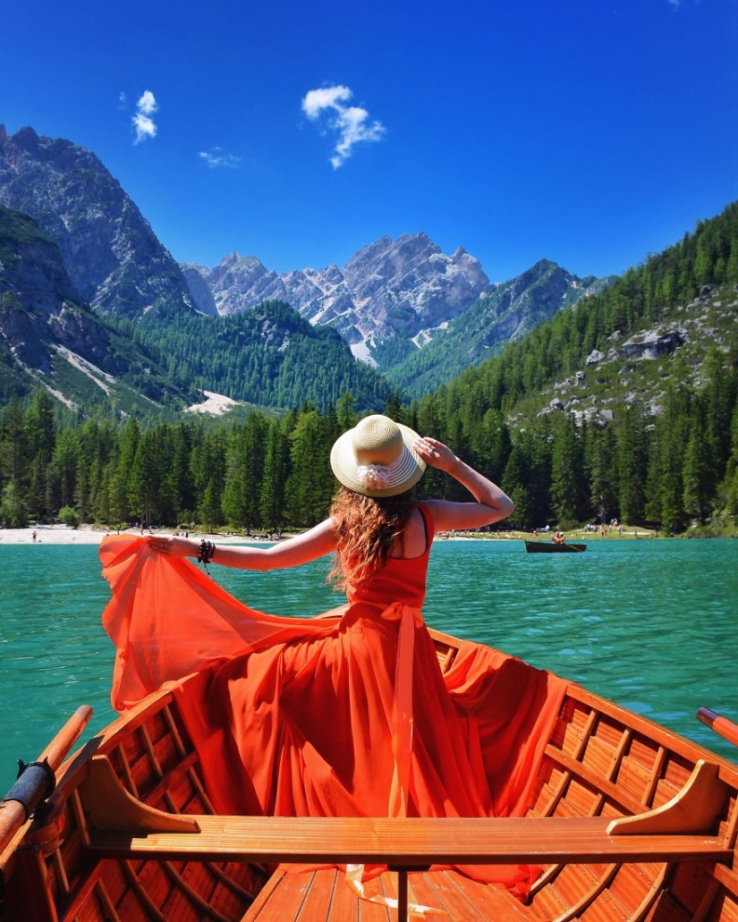 The world is under the skirt: the Russian traveler has conquered instagram photos to airy dresses