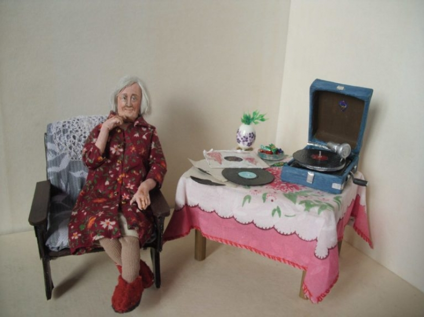 """Toys for adults"": a touching Dollhouse miniatures Irina Verhgradskaya"