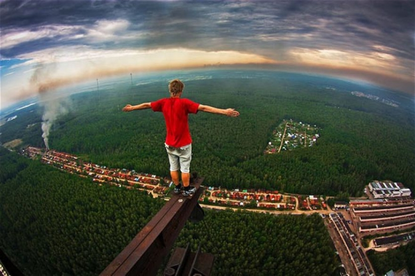 33 creepy pictures from the roof of the world