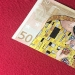 Art worth more than money: the Spaniard draws elegant patterns on the banknotes of 50 Euro