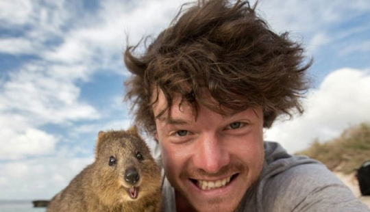 This man has mastered the art of selfies with animals to perfection.